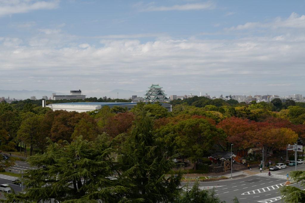 屋上から名古屋城をみる